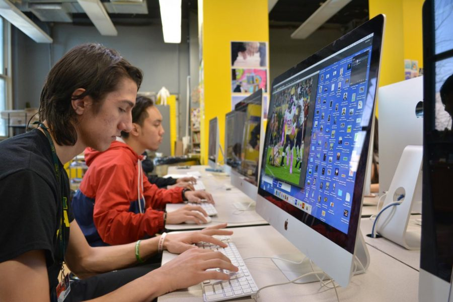 Ethan Ryan, Div. 980, and students in Ms. Diamond's Digital Imaging I class working on Macs to complete a low-poly project.