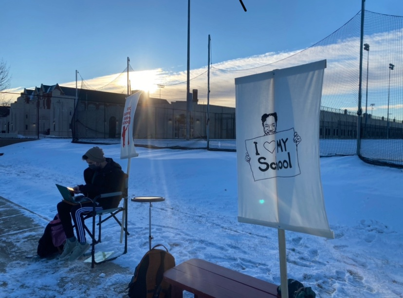 Yesterday morning, hours before a Lane LSC meeting primarily focused on school reopening, teachers conducted remote learning outside of classrooms in protest of CPS reopening policies.