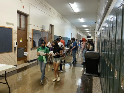 Sophomores walk the halls of Lane on Aug. 24 as part of Myrtle & Gold Week, an event to familiarize sophomores with Lane.