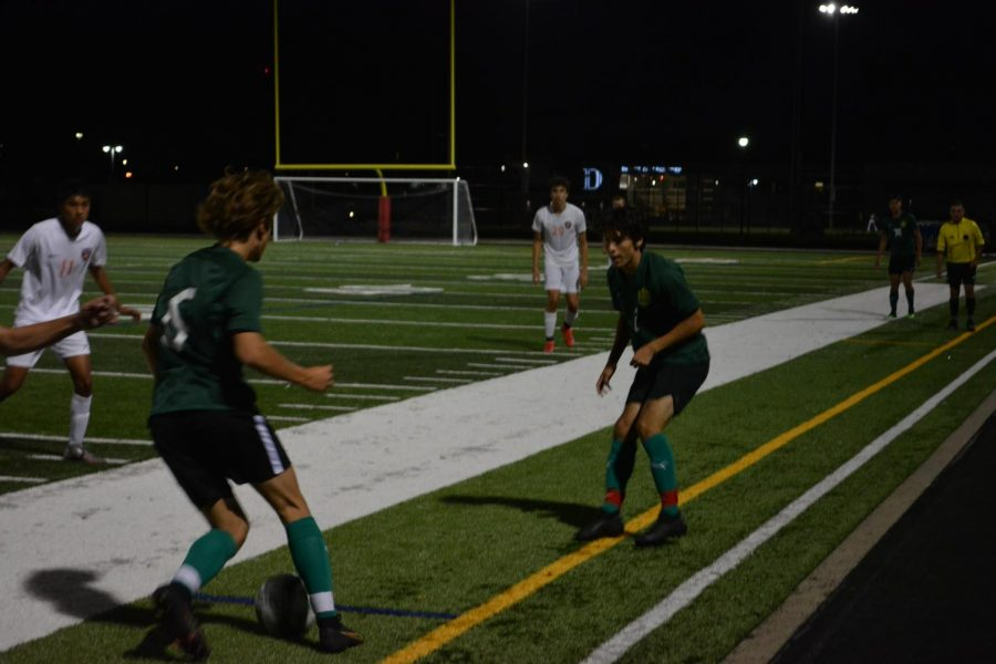 Henry Winston (#6) before making a pass to Gustavo Del Castillo (#2).